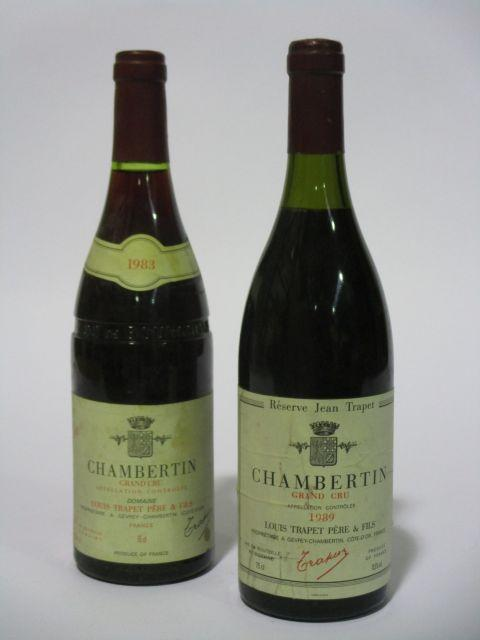 2 bouteilles 1 bt : CHAMBERTIN 1983 Grand Cru. Louis Trapet Père & Fils (étiquette fanée)