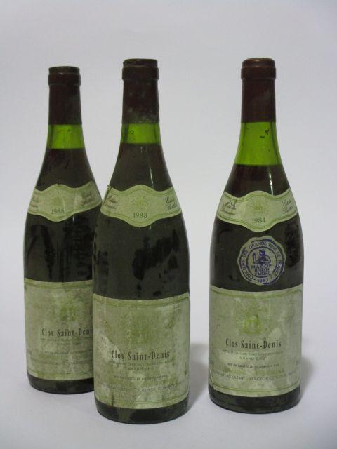 9 bouteilles 3 bts : CLOS SAINT DENIS 1984 Grand Cru. Domaine Bertagna (niveaux 3 cm, étiquettes sales et tachées)