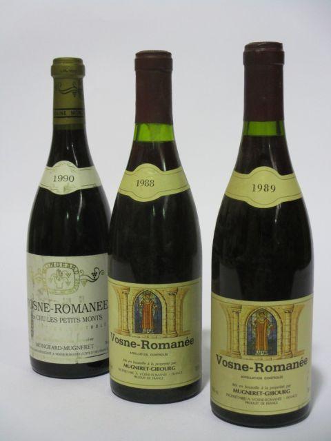 5 bouteilles 3 bts : VOSNE ROMANEE 1990 1er cru Les Petits Monts. Domaine Mongeard-Mugneret (étiquettes fanées)