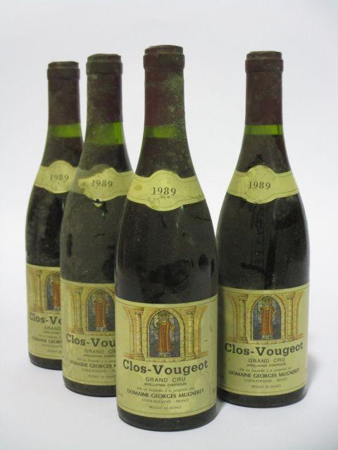 4 bouteilles  CLOS DE VOUGEOT 1989 Grand Cru. Domaine Georges Mugneret (étiquettes sales, tachées et léger déchirées)  (cave 6)