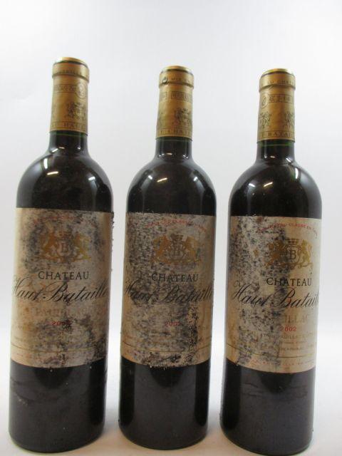 12 bouteilles CHÂTEAU HAUT BATAILLEY 2002 5è GC Pauillac (étiquettes très abimées par l'humidité) (cave 1)