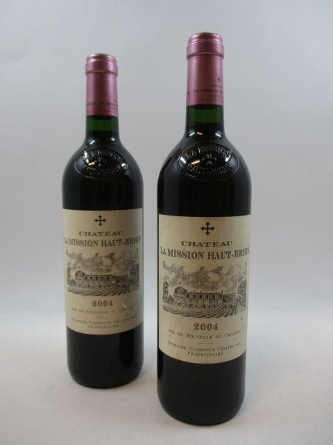 2 bouteilles CHÂTEAU LA MISSION HAUT BRION 2004 CC Pessac Léognan (étiquettes fanées et léger déchirées) (cave 11)