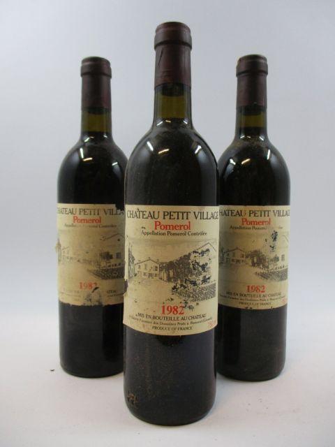 12 bouteilles CHÂTEAU PETIT VILLAGE 1982 Pomerol (étiquettes abimées par humidité)