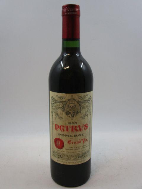 1 bouteille PETRUS 1983 Pomerol (bouchon très légèrement enfoncé