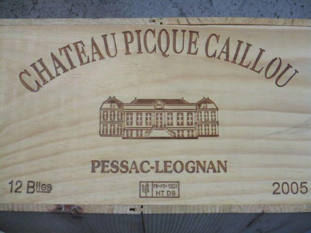 12 bouteilles CHÂTEAU PICQUE CAILLOU 2005 Pessac Léognan Caisse bois d'origine
