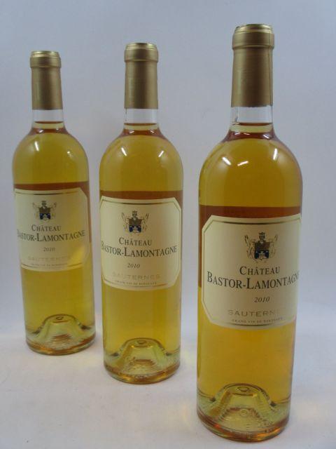 6 bouteilles CHÂTEAU BASTOR LAMONTAGNE 2010 Sauternes Caisse bois d'origine (cave 2)