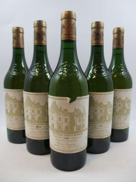 5 bouteilles CHÂTEAU HAUT BRION 1996 CC Pessac Léognan (blanc) (étiquettes fanées dont 1 léger déchirée) (cave 11)