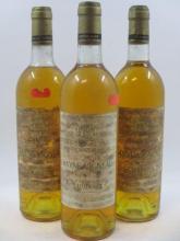 3 bouteilles CHÂTEAU RAYNE VIGNEAU 1977 1er cru Sauternes (2 base goulot, 1 haute épaule, 3 étiquettes très abimées et déchirées bou...