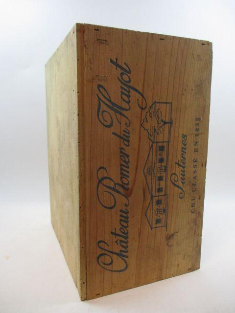6 bouteilles CHÂTEAU ROMER DU HAYOT 1990 2è cru Sauternes Caisse bois d'origine (étiquettes légèrement tachées)
