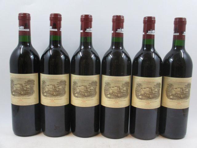 6 bouteilles CHÂTEAU LAFITE ROTHSCHILD 1990 1er GC Pauillac (1 capsule abimée, 4 bouchons légèrement enfoncés) (cave 3)