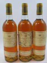 3 bouteilles CHÂTEAU D'YQUEM 1976 1er cru Supérieur Sauternes (base goulot, étiquettes très abimées, 1 bouchon léger enfoncé) (cave 6)