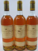 3 bouteilles CHÂTEAU D'YQUEM 1976 1er cru Supérieur Sauternes (2 légèrement bas, 1 haute épaule, étiquettes abimées, 3 bouchons légè..