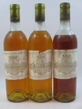 3 bouteilles CHÂTEAU FILHOT 1973 1er cru Sauternes (2 légèrement bas, 1 basse épaule couleuse. Etiquettes très abimées, déchirées, c...