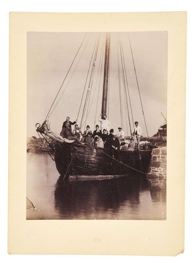 Victor Billaud (attribué à) 1852-1936 Vacances à Royan - août 1888 Émile Zola en bateau, adossé au mat