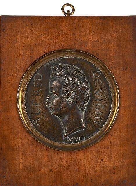 Pierre-Jean David, dit DAVID D'ANGERS 1788 - 1856 Profil d'Alfred de Vigny Médaillon en bronze à patine antique