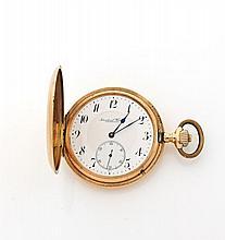 INTERNATIONAL WATCH & CIE N°531460 vers 1906 Belle montre bracelet en or rose 14k. Boîtier strié. Cadran émail blanc avec chiffr...