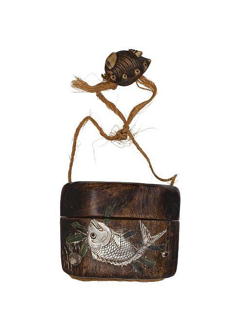 tonkotsu en bois de paulownia incrust et laqu et netsuke e. Black Bedroom Furniture Sets. Home Design Ideas