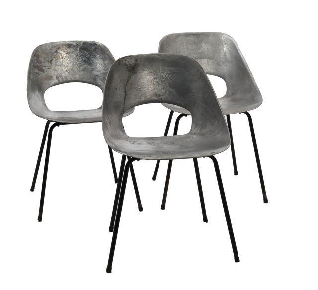 pierre guariche trois chaises tulipe. Black Bedroom Furniture Sets. Home Design Ideas
