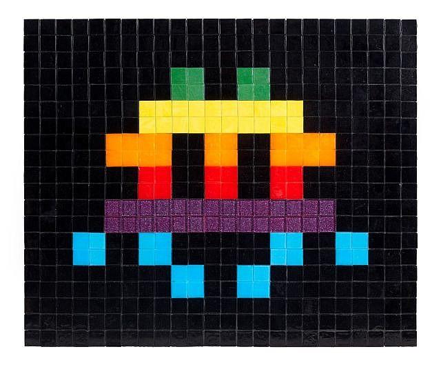 INVADER (né en 1969) APPLE SPACE, 2009 Mosaïque sur panneau de bois