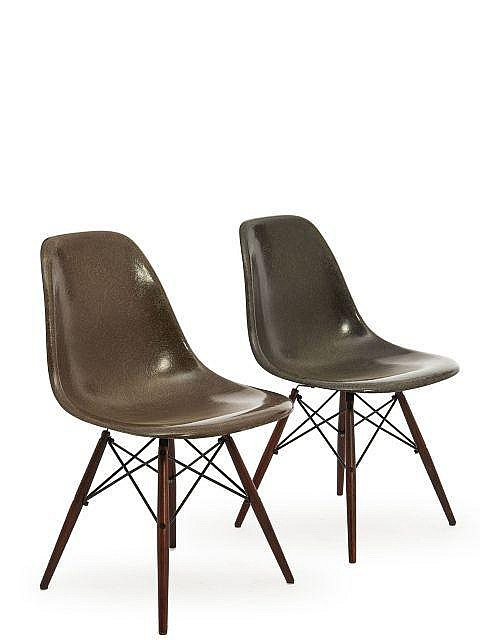 Charles ray eames 1907 1978 1912 1988 paire de chaises for Chaises ray et charles eames