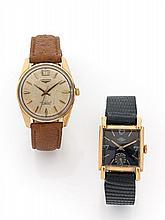 LOT  de deux montres bracelet. Une LONGINES Conquest en métal plaqué or mouvement automatique et une ENGO en or mouvement mécaniqu...