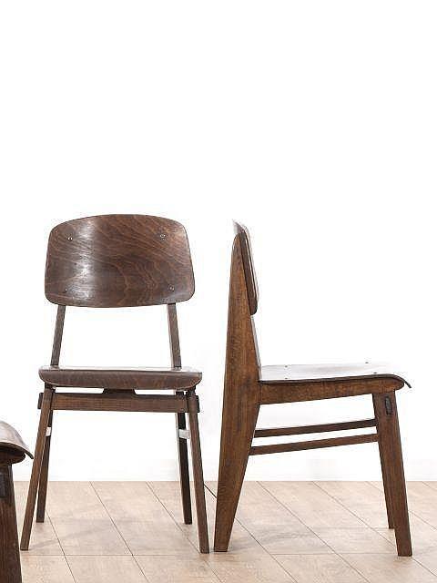 Jean prouve 1901 1984 paire de chaises dites tout bois for Chaise jean prouve