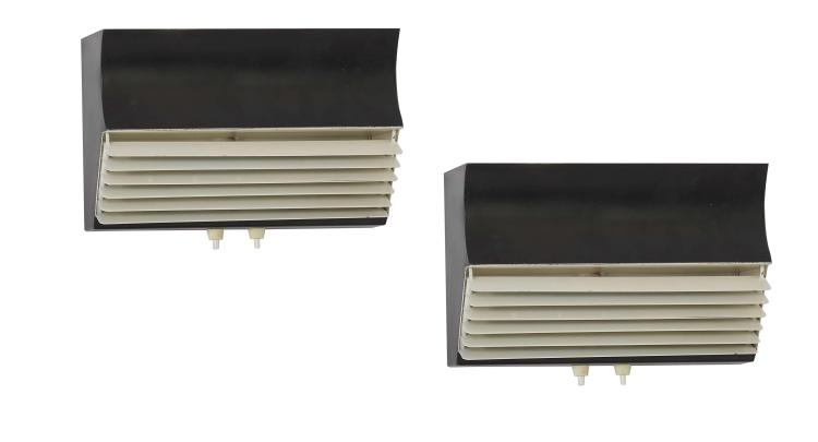 Jacques BINY (1913 - 1976) Paire d'appliques à volets mod. 211 - Circa 1950 Structure en métal laqué noir et volets en métal laqué b..