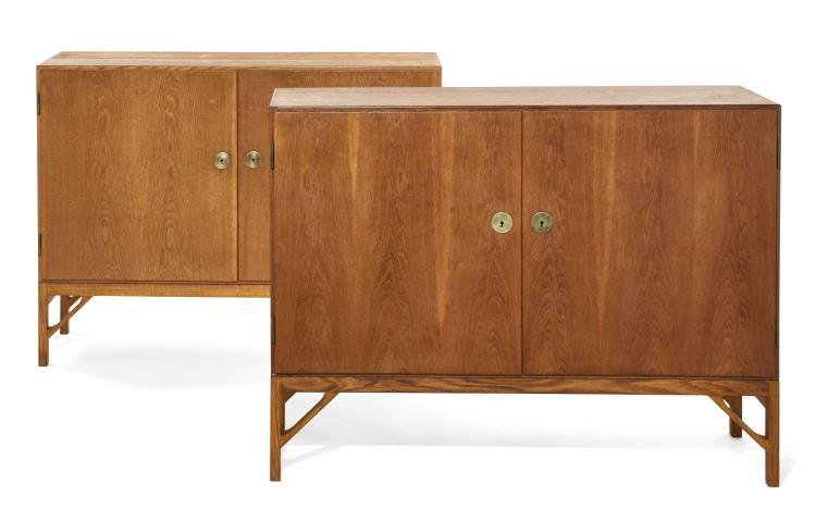 Børge MOGENSEN (1914-1972) Paire de cabinets - Circa 1960 Piètement et structure en chêne, serrure en laiton