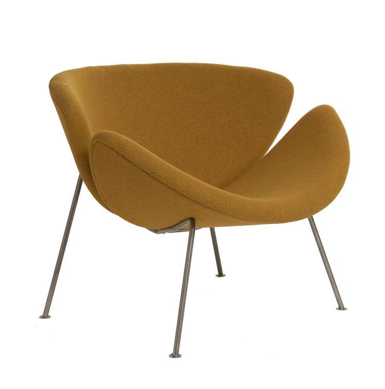 Pierre PAULIN (1927 – 2009) Fauteuil mod. F437 dit «Orange Slice» Création 1959 Piètement en métal chromé, coque en bois garni de mo...