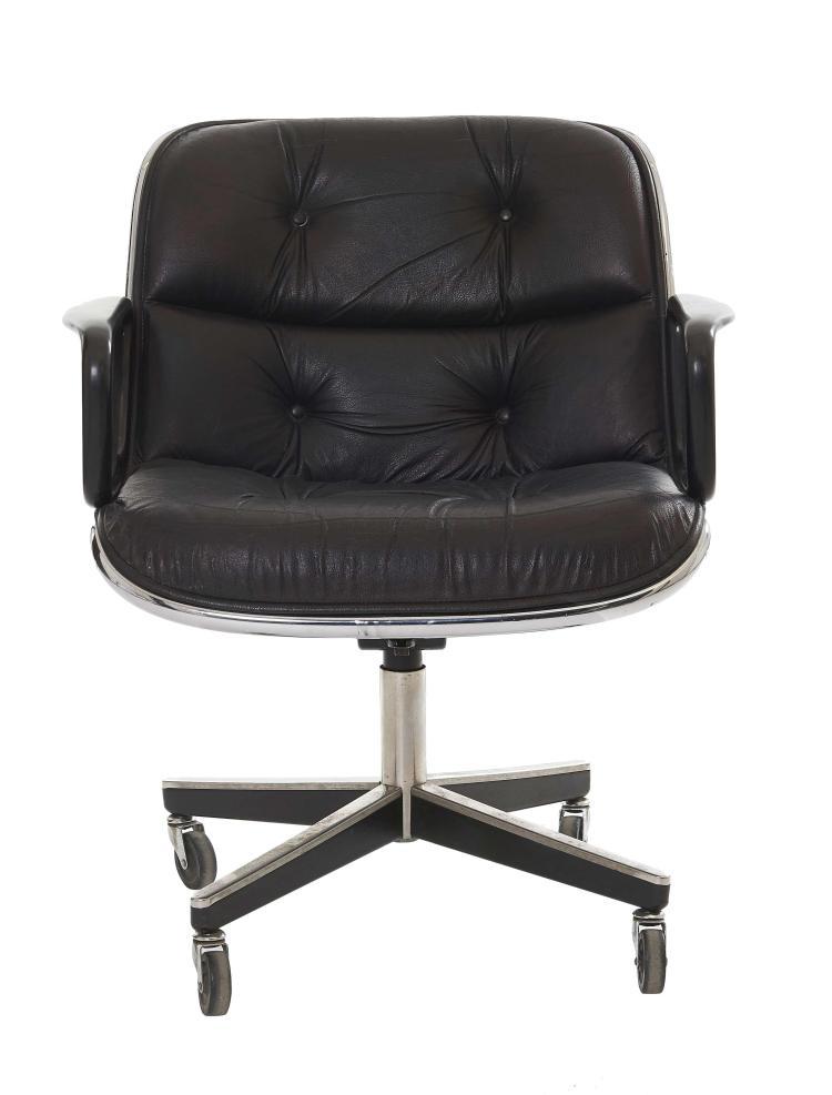Charles POLLOCK (1930-2013) Fauteuil - 1965 Structure en fonte d'acier, coque en polyester, garni de mousse, revêtement de cuir noir..
