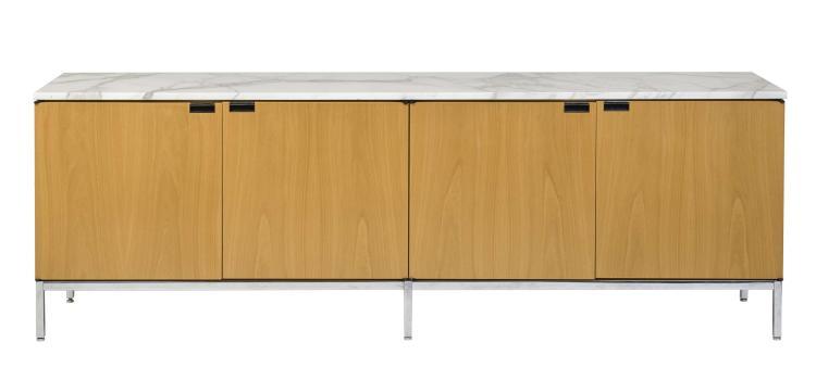 Florence KNOLL (Née en 1917) Bahut mod. 2554M - Création 1954 Structure en métal chromé, corps en bois et placage de bois, plateau e...