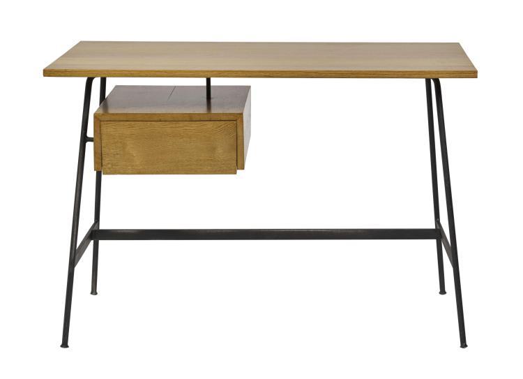 Pierre PAULIN (1927-2009) Bureau mod.CM174 - Création 1957 Piètement en métal laqué noir, plateau et caisson en bois et placage de b...