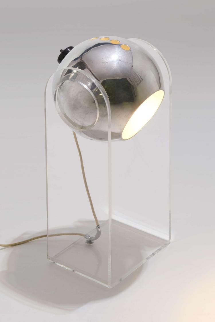 Gino SARFATTI (1912-1985) Lampe de bureau mod. 540G - Création 1968 Structure en méthacrylate transparent, réflecteur en métal chrom...