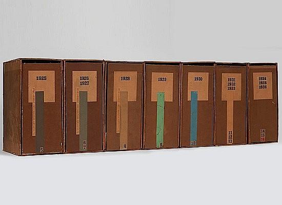 Rose Adler 7 boites d'archives Bois léger recouvert de papier, collage géométrique de papier et des date...