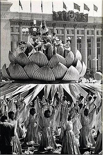 Brian BRAKE (1927-1988) Danse de la lanterne du lotus magique, Célébration du 10e anniversaire, Pékin...