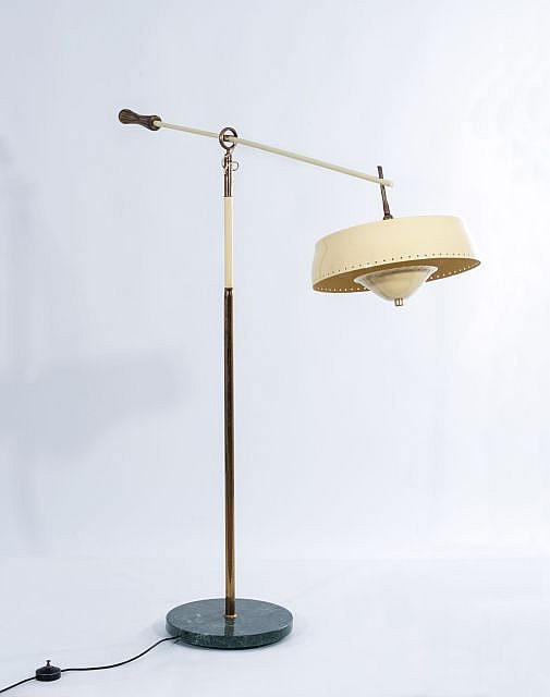 Angelo LELLI (1915 - 1979) Lampadaire - Circa 1950 Base en marbre de Carrare, corps en laiton, réflecteur en métal laqué ivoire