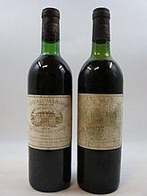 2 bouteilles 1 bt : CHÂTEAU MARGAUX 1974 1er GC Margaux (léger bas, étiquette très abimée)
