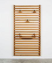Charlotte PERRIAND & LE CORBUSIER (1903-1999 & 1887-1965) Porte-manteau - circa 1950 Structure en chêne, trois patères et une tablet...