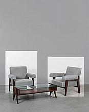 LE CORBUSIER & Pierre JEANNERET (1887 - 1965 & 1996 - 1967) Paire de fauteuils - circa 1955 Structure en teck massif à pieds type