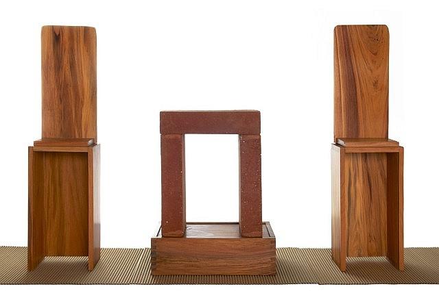 Marc COUTURIER (né en 1946) TROIS BRIQUES, TROIS BOITES, TROIS CARTONS, 2010 3 cartons ondulés (tapis), 3 boites en bois et 3 brique...