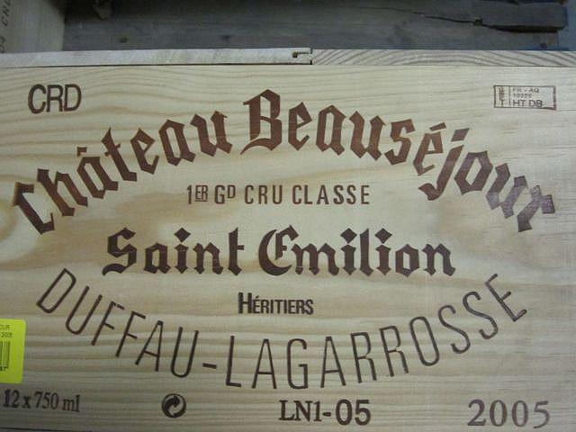 12 bouteilles CHÂTEAU BEAUSEJOUR DUFFAU 2005 1er GCC (B) Saint Emilion Caisse bois d'origine