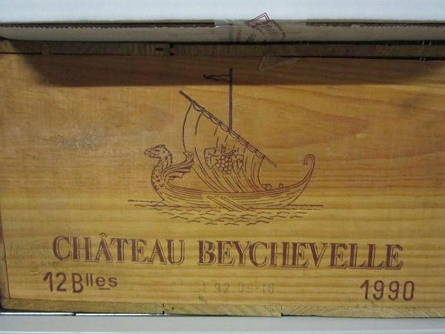 12 bouteilles CHÂTEAU BEYCHEVELLE 1990 4è GC Saint Julien (9 base goulot et 3 légèrement bas) Caisse bois d'origine