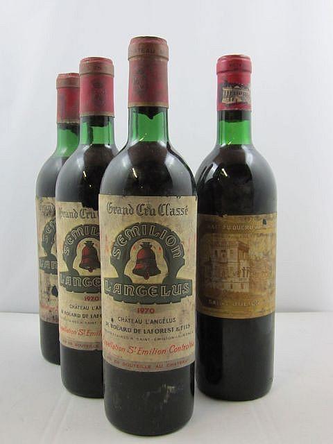 4 bouteilles 3 bts : CHÂTEAU ANGELUS 1970 1er GCC (A) Saint Emilion (2 base goulot et 1 haute épaule, étiquettes très sales et déchirée