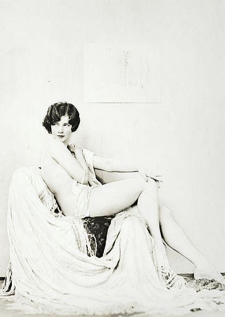 Alfred CHENEY JOHNSON 1884-1971 MARGARET, ACTRICE DES « ZIEGFRIED FOLIES » – 1920 Tirage argentique monté sur carton