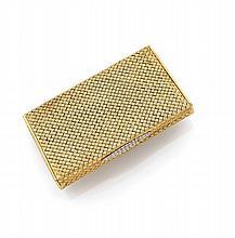 ETUI A CIGARETTES RECTANGULAIRE en or jaune tressé à l'imitation de la vannerie. Long. : 8,8 cm. Larg. : 5,3 cm. Poids brut :...