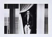 Helmut NEWTON (1920-2004) Portrait of Veruschka on the Terrace of the Presidential Suite, Hotel Meridien, Nice, 1975 Tirage argentiq...