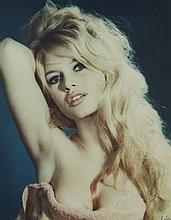 Sam LEVIN (1904-1992) Brigitte Bardot (the Towel session) - 1959 Tirage carbro couleur d'époque.