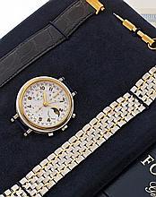 FORGET  CHRONOGRAPHE vers 1990  Beau chronographe bracelet en acier. Boîtier rond, fond saphir, lunette or godronnée. Cadran bla...