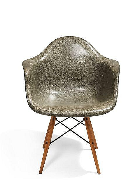 Charles ray eames 1907 1978 1912 1988 fauteuil dit pa for Pietement eames