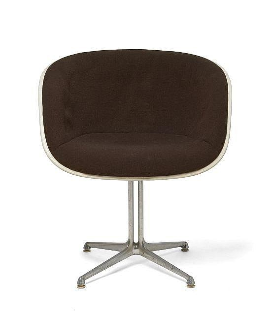 Charles ray eames 1907 1978 1912 1988 fauteuil dit la for Pietement eames